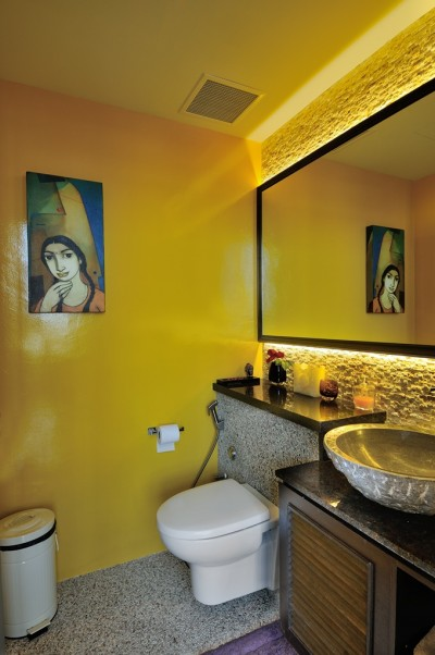 Asian Cosmopolitan Penthouse - Powder Room on level 1